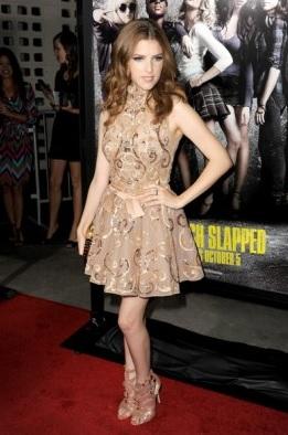 платье из золотистой ткани